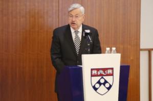 图片: 美国驻华大使泰里·布兰斯塔德( Terry Branstad)在会上致开幕词。